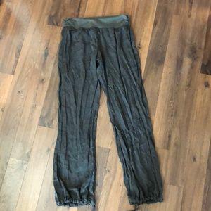 Lululemon olive green pants size 8-12